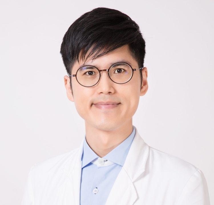 許伯爵醫師,過敏免疫風濕專科醫師,同時也是骨質疏鬆專科醫師,糖尿病共照網醫師