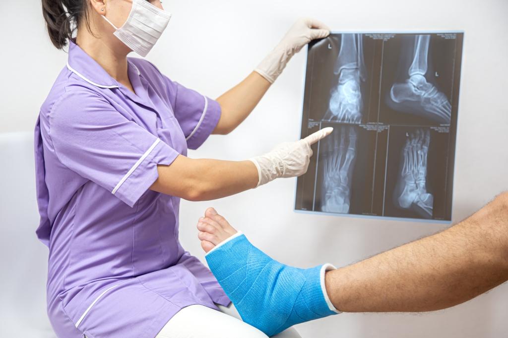 骨質疏鬆容易骨折,長期使用類固醇者一定要關心骨質健康。